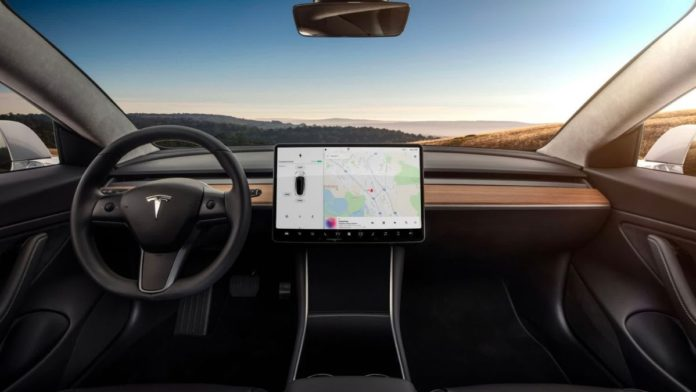 Tesla RollS Out Its Self-Driving V9 Beta