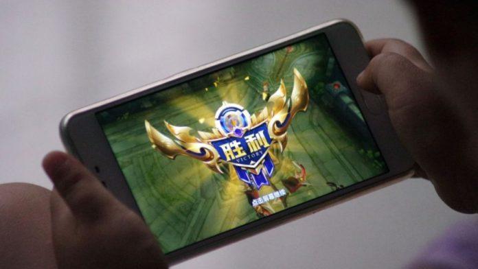 Tencent monitors minor gaming at night